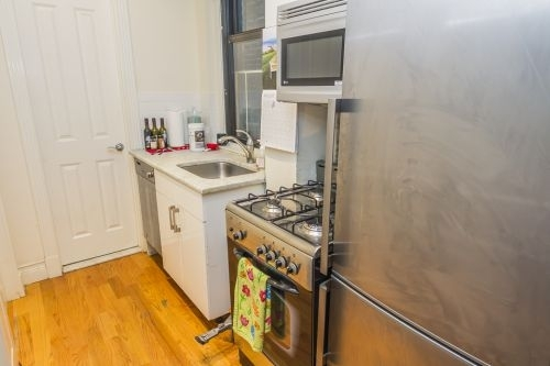 1 Bedroom, Sutton Place Rental in NYC for $2,312 - Photo 2