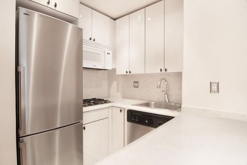 1 Bedroom, Theater District Rental in NYC for $3,369 - Photo 2