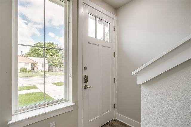 5 Bedrooms, Byers Mccart Rental in Dallas for $5,000 - Photo 2