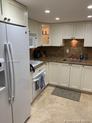 2 Bedrooms, Grapetree Beach Rental in Miami, FL for $4,500 - Photo 2