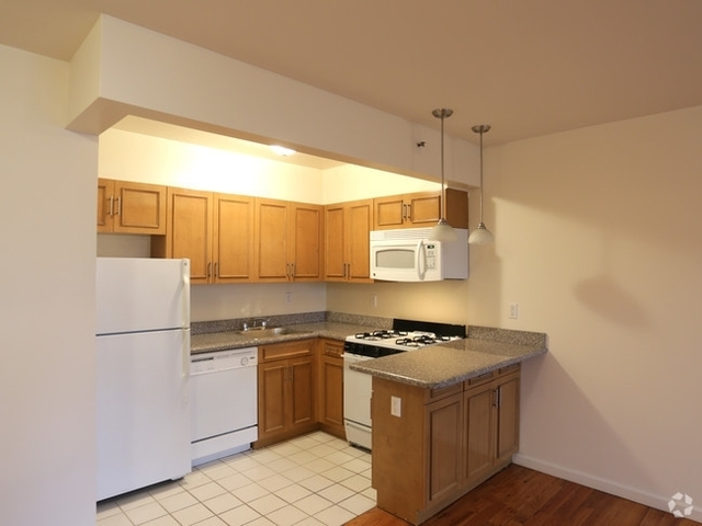 2 Bedrooms, Long Island City Rental in NYC for $2,450 - Photo 1