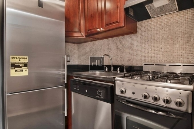 Studio, Theater District Rental in NYC for $2,888 - Photo 2