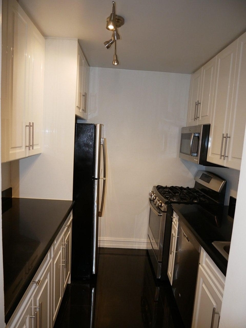 1 Bedroom, Theater District Rental in NYC for $2,538 - Photo 2