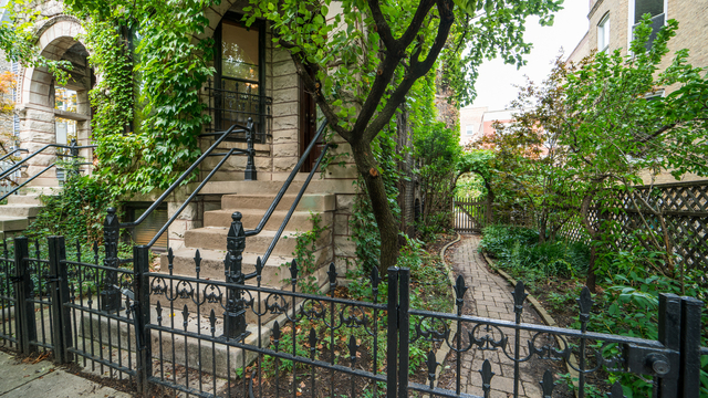 3 Bedrooms, Lake View East Rental in Chicago, IL for $2,995 - Photo 2