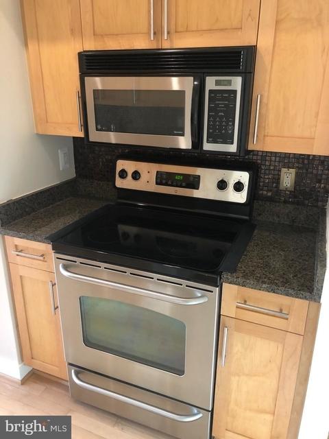2 Bedrooms, Bethesda Rental in Washington, DC for $2,700 - Photo 2