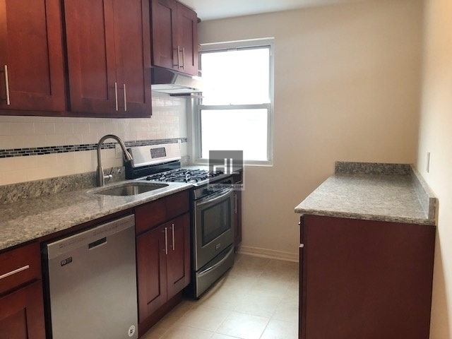 2 Bedrooms, Ditmars Rental in NYC for $2,400 - Photo 2