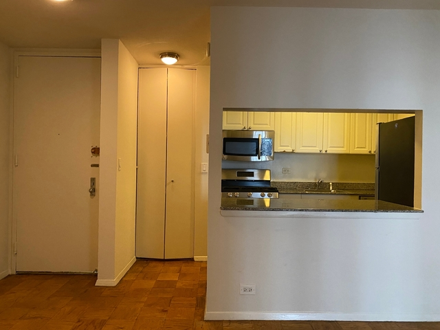 2 Bedrooms, Hell's Kitchen Rental in NYC for $4,720 - Photo 2