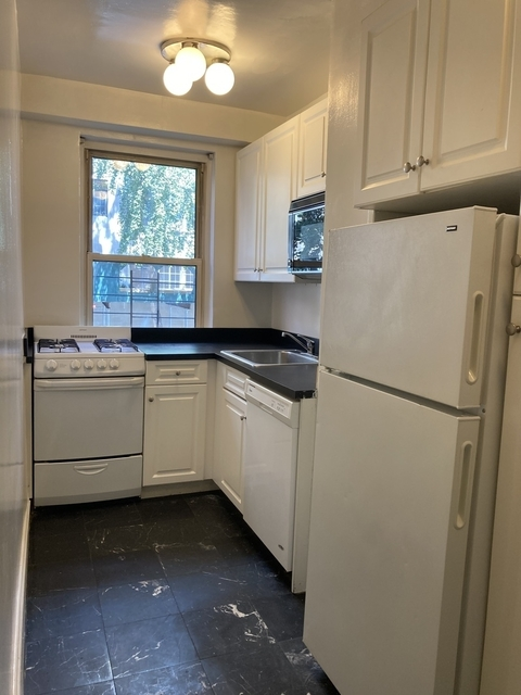 3 Bedrooms, Tudor City Rental in NYC for $3,695 - Photo 2