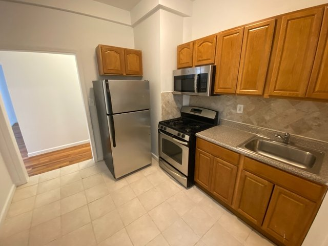 2 Bedrooms, Washington Heights Rental in NYC for $2,250 - Photo 1