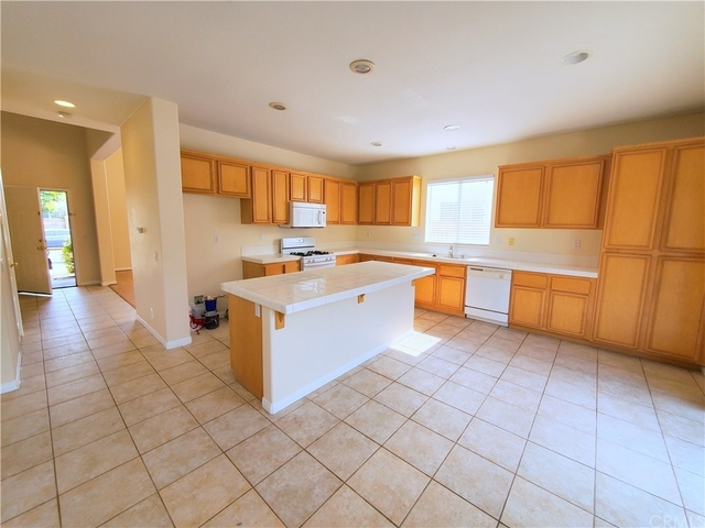 3 Bedrooms, San Bernardino Rental in Los Angeles, CA for $2,895 - Photo 2