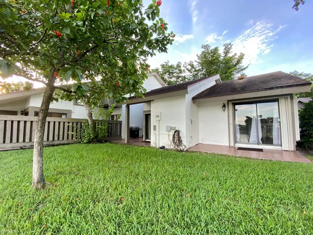 2 Bedrooms, Jacaranda Rental in Miami, FL for $2,300 - Photo 1