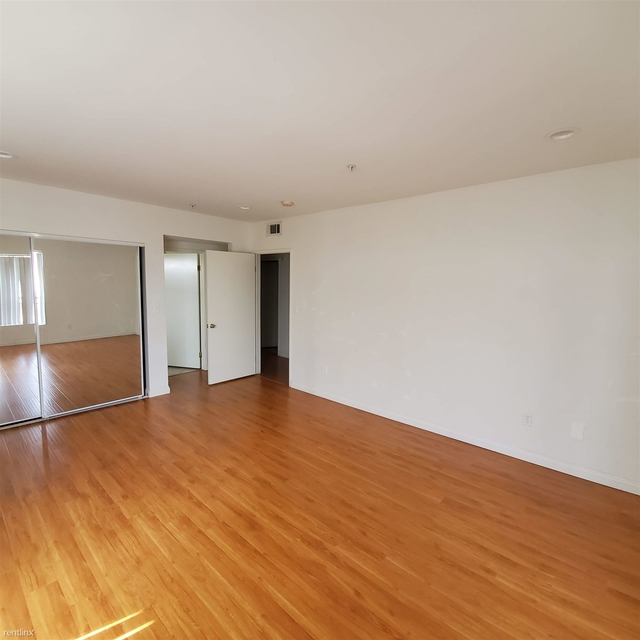 3 Bedrooms, Van Nuys Rental in Los Angeles, CA for $2,450 - Photo 2