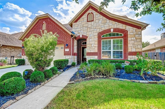 3 Bedrooms, Sugar Land Rental in Houston for $2,300 - Photo 2