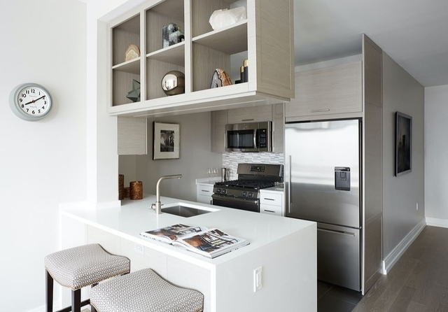 1 Bedroom, Hell's Kitchen Rental in NYC for $3,621 - Photo 2