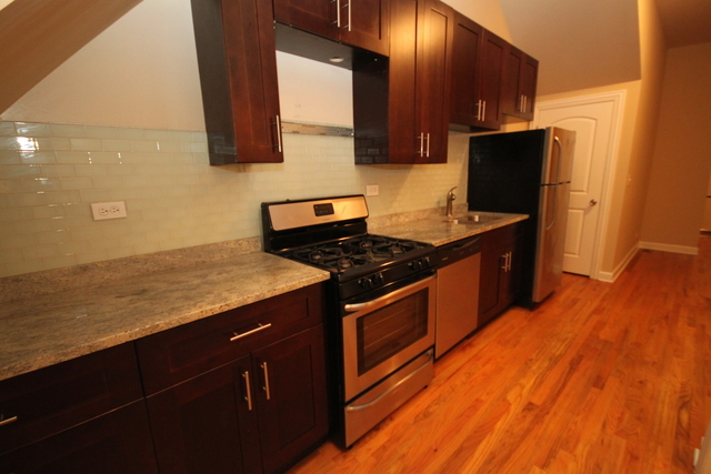 2 Bedrooms, Roscoe Village Rental in Chicago, IL for $1,689 - Photo 2