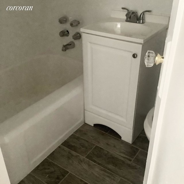 1 Bedroom, Rose Hill Rental in NYC for $1,700 - Photo 2