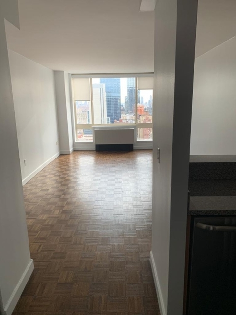 1 Bedroom, Hell's Kitchen Rental in NYC for $3,020 - Photo 2