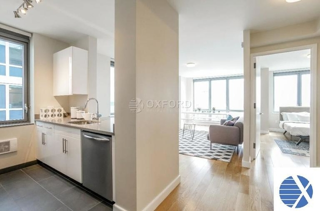 3 Bedrooms, Hell's Kitchen Rental in NYC for $6,480 - Photo 1