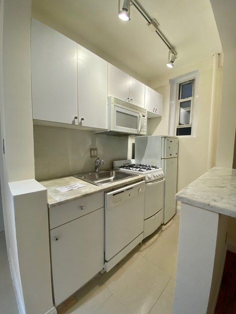 1 Bedroom, Lincoln Square Rental in NYC for $2,292 - Photo 2