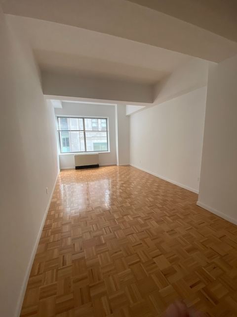 Studio, Financial District Rental in NYC for $2,063 - Photo 2