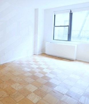 3 Bedrooms, East Village Rental in NYC for $2,933 - Photo 1