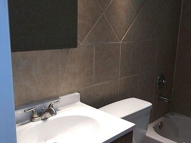 2 Bedrooms, The Dells District Rental in Dallas for $1,385 - Photo 2