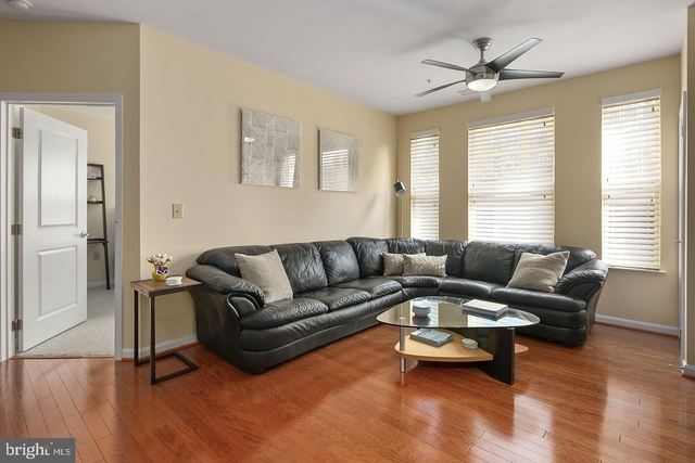2 Bedrooms, Merrifield Rental in Washington, DC for $1,995 - Photo 2