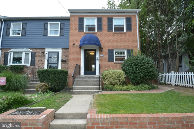 3 Bedrooms, Del Ray Rental in Washington, DC for $3,250 - Photo 2