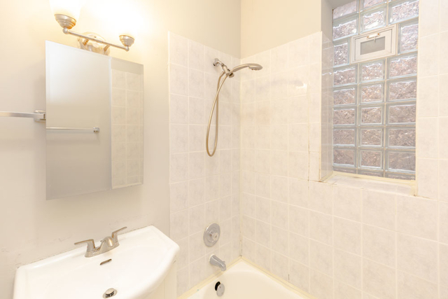 2 Bedrooms, Hyde Park Rental in Chicago, IL for $1,305 - Photo 2