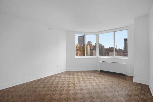 3 Bedrooms, Hell's Kitchen Rental in NYC for $4,170 - Photo 2