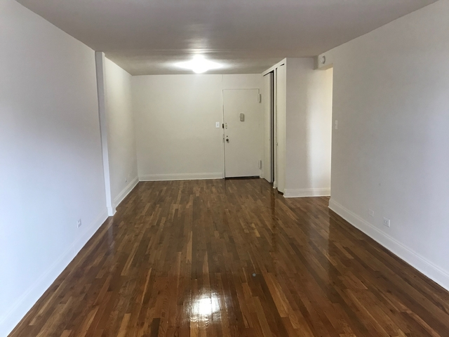 2 Bedrooms, Forest Hills Rental in NYC for $1,810 - Photo 2