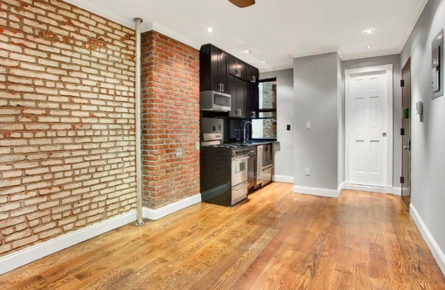 2 Bedrooms, Hell's Kitchen Rental in NYC for $2,912 - Photo 1