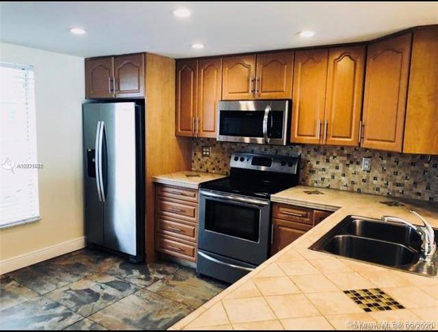 3 Bedrooms, Nova Townhouse Condominiums Rental in Miami, FL for $2,200 - Photo 1