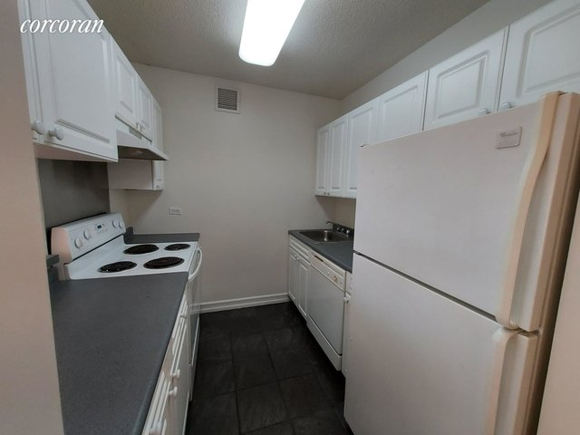 Studio, Hell's Kitchen Rental in NYC for $2,320 - Photo 2