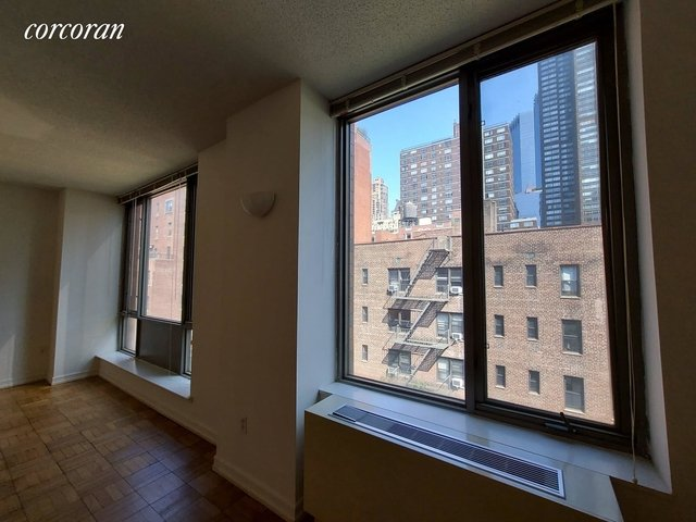 Studio, Hell's Kitchen Rental in NYC for $2,700 - Photo 2