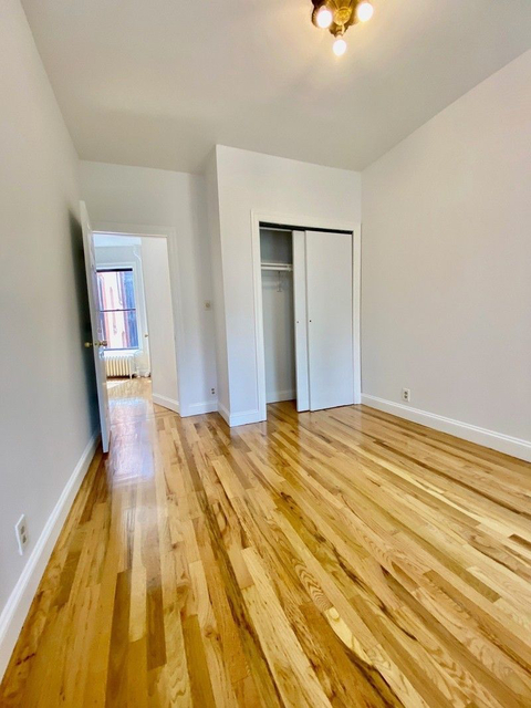 2 Bedrooms, Yorkville Rental in NYC for $2,400 - Photo 2