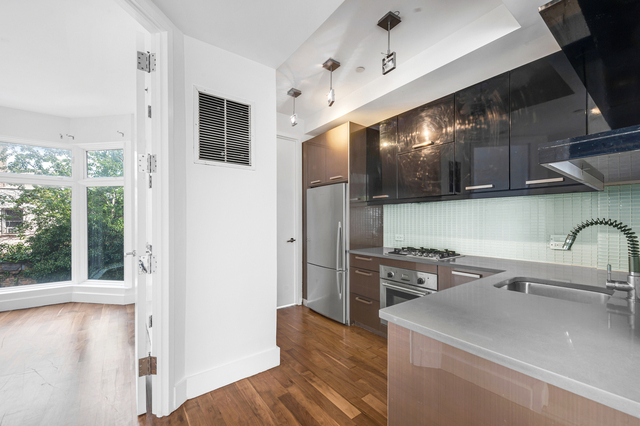 1 Bedroom, Williamsburg Rental in NYC for $2,887 - Photo 2