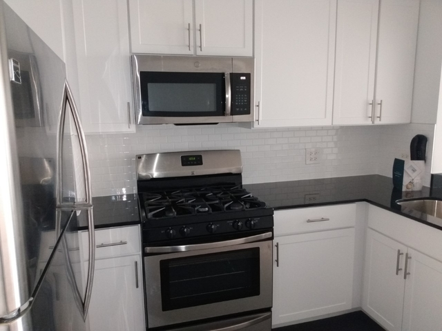Studio, Lincoln Square Rental in NYC for $2,382 - Photo 2