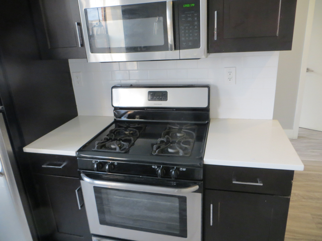 1 Bedroom, Weeksville Rental in NYC for $1,850 - Photo 2