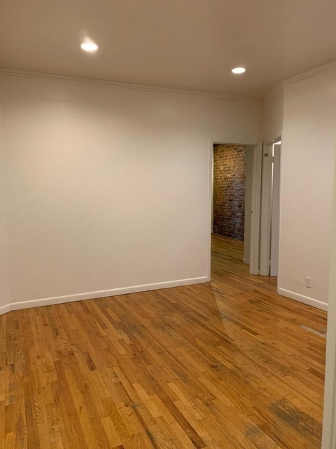 2 Bedrooms, Hell's Kitchen Rental in NYC for $2,050 - Photo 2