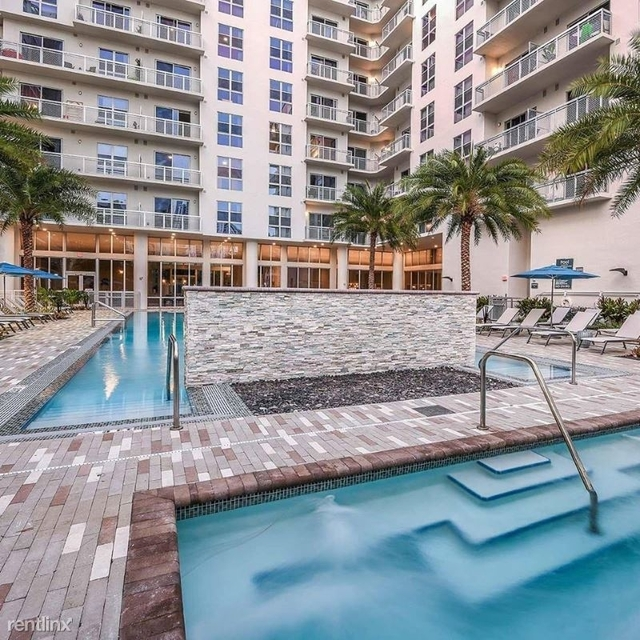2 Bedrooms, Goldcourt Rental in Miami, FL for $2,567 - Photo 1