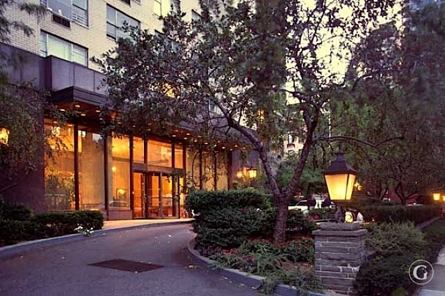 1 Bedroom, Yorkville Rental in NYC for $2,746 - Photo 2