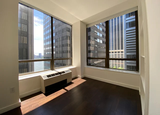 Room, Financial District Rental in NYC for $990 - Photo 1