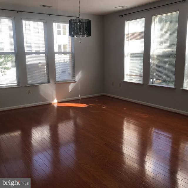 2 Bedrooms, Merrifield Rental in Washington, DC for $2,250 - Photo 1