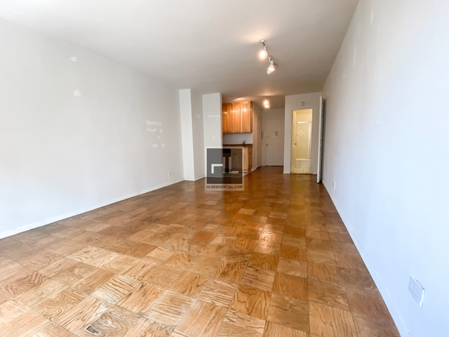 Studio, Hell's Kitchen Rental in NYC for $2,050 - Photo 2