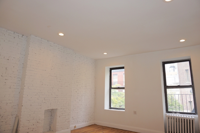4 Bedrooms, Hell's Kitchen Rental in NYC for $4,800 - Photo 2