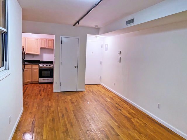 3 Bedrooms, Williamsburg Rental in NYC for $3,000 - Photo 2