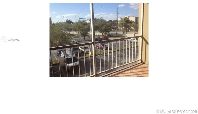2 Bedrooms, Golf Course Towers Rental in Miami, FL for $1,500 - Photo 1