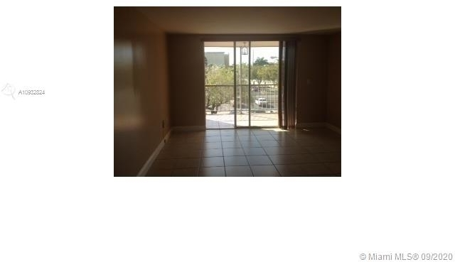 2 Bedrooms, Golf Course Towers Rental in Miami, FL for $1,500 - Photo 2