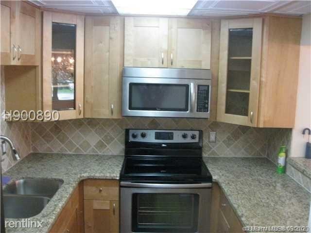 3 Bedrooms, Pine Island Ridge Rental in Miami, FL for $1,800 - Photo 1